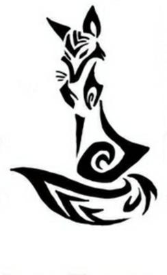 Черно-белый эскиз тату в виде сидящей лисы