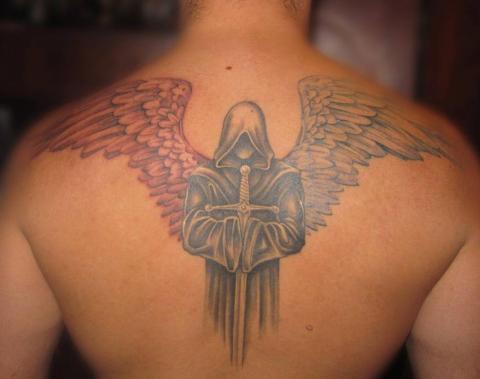 Тату ангел в капюшоне и с мечом
