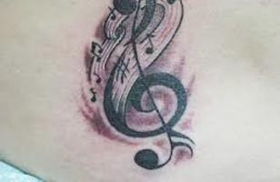 тату необычный скрипичный ключ