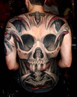 Тату страшный череп на всю спину