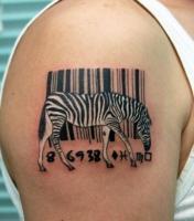 Тату штрих код и зебра на плече