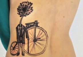 Тату одуванчик в пиджаке и велосипед на спине