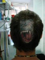 Тату обезьяна с открытым ртом на затылке