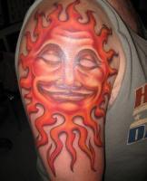 тату солнце с огненными лучами