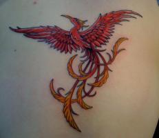 Тату красный феникс с желтым хвостом