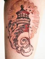 Тату маяк и волны