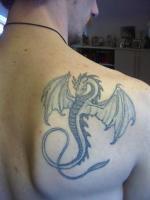 Тату дракон - на правой лопатке