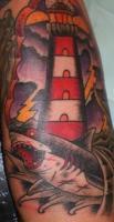 Тату маяк и акула на волнах