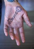Тату ключ - на ладони