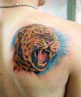 Тату леопард на лопатке