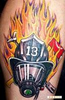 Тату огонь и шлем пожарного