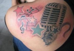 Тату ноты звезды и микрофон