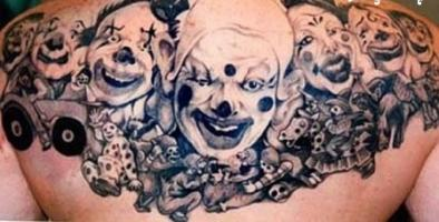 Тату много клоунов на спине