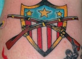 тату два ружья и щит