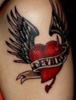 тату сердце дьявола с крыльями и рожками