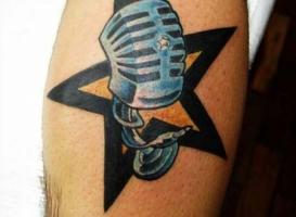 тату звезда и микрофон