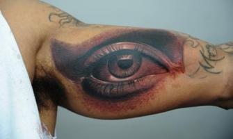 Тату 3D глаз на мышце
