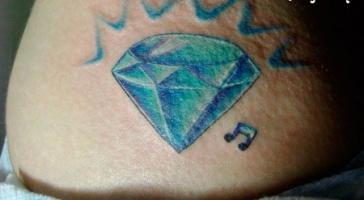 Тату алмаз и нота