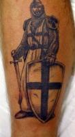 тату воин с крестом на щите
