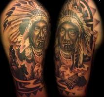 Тату голова индейца и орел на плече