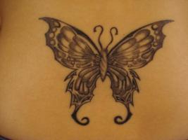 Тату красивая черно-белая бабочка