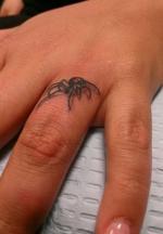 tattoo на пальцах