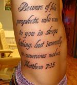 Татуировки надпись на ребрах