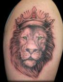тату корона на голове льва
