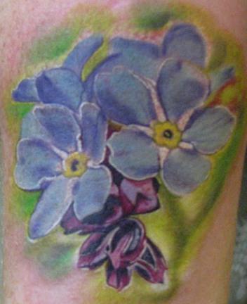Татуировка цветок незабудка, значение татуировки незабудка, тату с незабудками