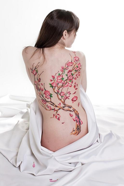 Татуировка цветы вишни, значение татуировки цветок вишни, фото тату цветок вишни